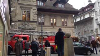 スイス発 ルツェルンに旧式消防車が突然現れた【スイス情報.com】