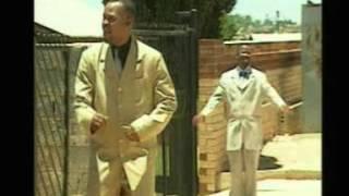 Sipho Makhabane Ft. Frans Dlamini - Hlala Nami