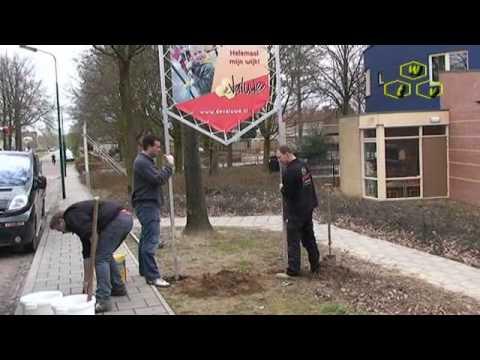 Plaatsing informatieborden in de Valuwe in Cuijk