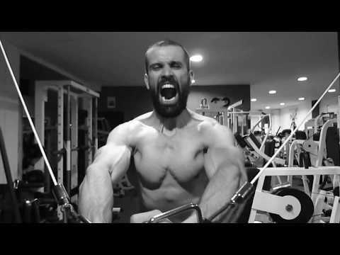 On serre le muscle de la personne