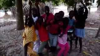 preview picture of video 'Les enfants de Ehidje 2014'