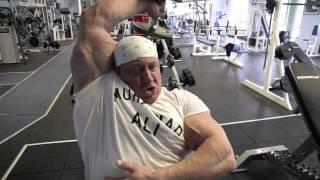 Download Video Markus Rühl trainiert Arme, Teil 3: Bizeps und Trizeps, ideale Übungen zum Abschluss des Trainings MP3 3GP MP4