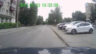 Выскочил из за припаркованной машины