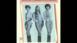 Shangri-Las - The Dum Dum Ditty w/ LYRICS - YouTube