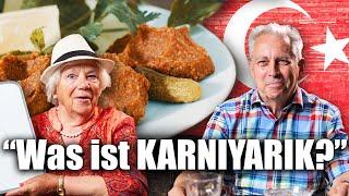 Deutsche Senioren probieren Türkisches Essen