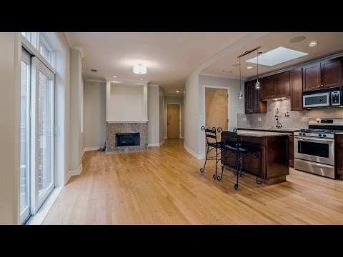 Video – A bright top-floor Lincoln Park one-bedroom