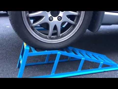 PKW Auffahrrampen verwenden KFZ Stahl Rampe nutzen Volvo V70 vorne Anleitung