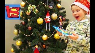 Лев наряжает огромную елку поздравление с новым годом chriistmas tree