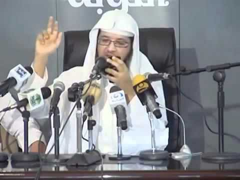 الشيخ عبدالمحسن يقرأ رسالة من جواله !!!