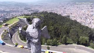 preview picture of video 'El Panecillo (Película aérea) Quito-Ecuador'