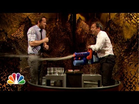 Water War: Ryan Reynolds vs. Jimmy Fallon (Late Night with Jimmy Fallon) (видео)
