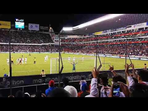 """Muerte Blanca Super Gabba👊👊"" Barra: Muerte Blanca • Club: LDU • País: Ecuador"