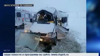 На трассе в Цивильском районе произошло серьезное ДТП с участием маршрутки и грузовика