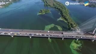 Зелена вода Дніпра