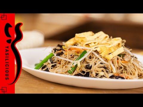 GEBRATENE NUDELN - Reisnudeln mit Mu-Err Pilzen, Fleisch und Sprossen – fried bihun