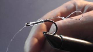 Tying a hair rig using the knotless knot.