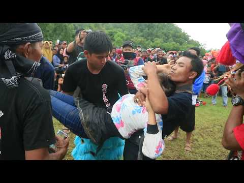 Download GAMBUH CANTIK Kesurupan Jaranan Pegon Krido Manggolo HD Mp4 3GP Video and MP3