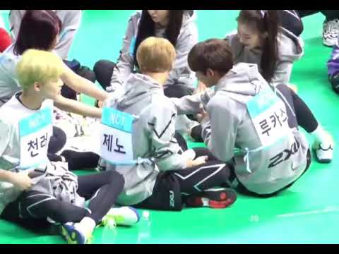 Red Velvet and NCT sharing snacks together at ISAC 2018