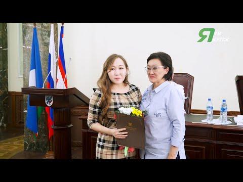 Мэр Якутска наградила медсестру за спасение утопающего