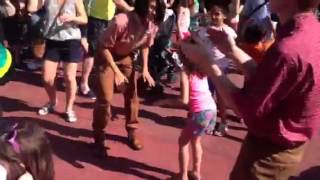 Mo Dances Hokey Pokey at Disney World