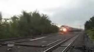 preview picture of video 'Kereta api lodaya memasuki stasiun klaten'