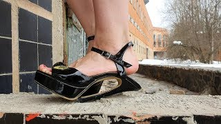 high heels bending, high heels abused, ruined high heels, heels destruction (scene 171)