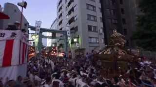 平成25年 神田祭り 旧神田 市場本社神輿 宮入 千貫神輿 江戸神社の宮神輿です  。