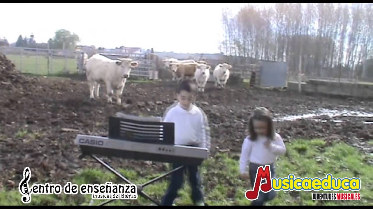 Valentina y la flor -  Mi Teclado 1 - CEM Bierzo
