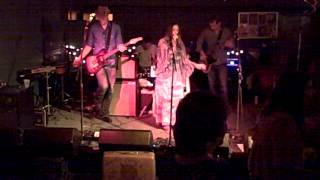 Angela Perley & the Howlin' Moons -- Hurricane