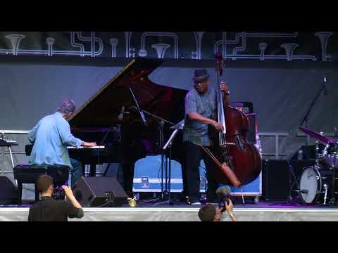 The Chick Corea Trio Featuring Brian Blade and Christian McBride online metal music video by CHICK COREA