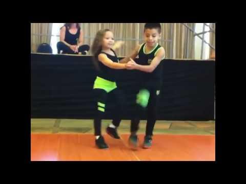 Increíble Baile De Salsa De 2 Hermosos Niños