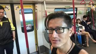好可能係一個小丑改變了香港你有咩好妒忌呢;)究竟龍心係黃呀定係藍?我唔知道,我只知道佢好努力一個人幫香港做嘢