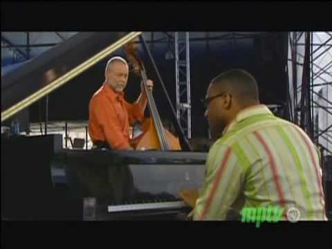 David Holland - Gonzalez - Newport Jazz Festival 2008 online metal music video by DAVE HOLLAND