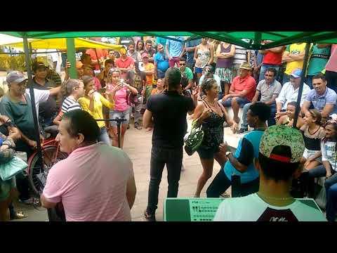 Rboys do forró e suas dançarinas no forró da feira em Bodocó Pernambuco