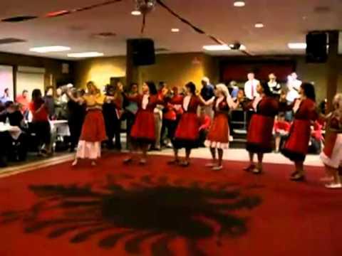 ballo e canto albanese del 1400.(patrimonio Unesco)