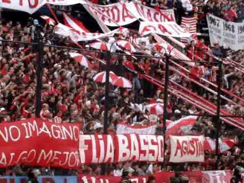 """""""Estudiantes vs Gimnasia - Apertura 2010 - En todas las canchas siempre para adelante"""" Barra: Los Leales • Club: Estudiantes de La Plata"""