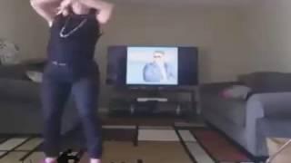 رقص زن خوش اندام