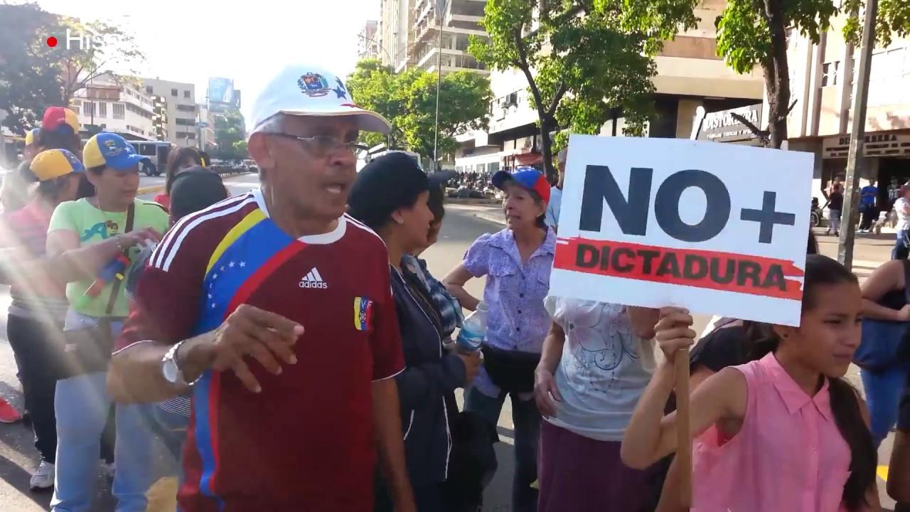 Protesta en Caracas ante medidas del TSJ