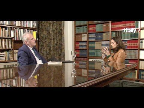 Pulitzer Prize-winning novelist Jhumpa Lahiri tells her story and discuss her relationship with Italian language in conversation with Stefano Albertini, Director of Casa Italiana Zerilli-Marimo'.
