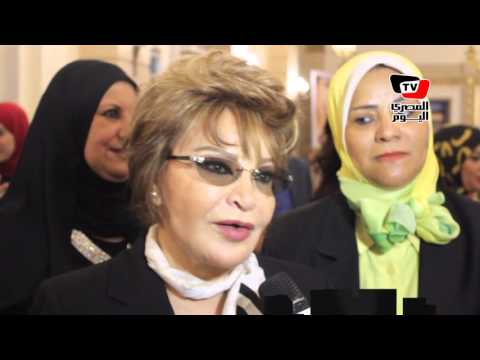 تكريم صفية العمري كأم مثالية في جامعة القاهرة برعاية «آل مكتوم»