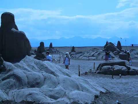 , title : 'Фигуры из песка.'