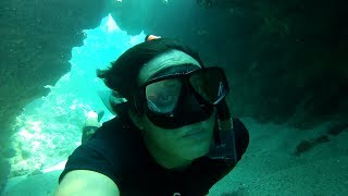 preview picture of video 'Inside the small tunnel- Manele Bay, Lanai'