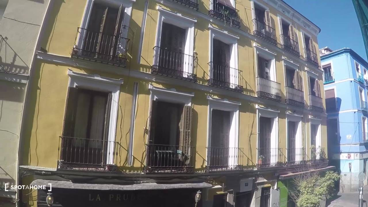 4-bedroom apartment with balconies for rent in trendy Malasaña, Madrid