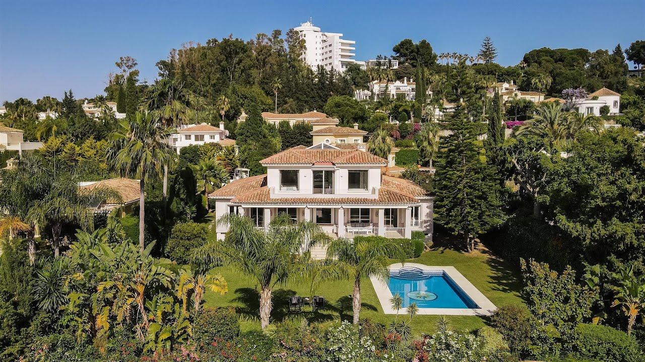 Inmaculada villa moderna en venta en El Paraiso Golf, El Paraiso, Estepona