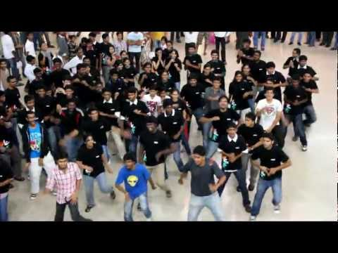 Love Anthem - Flash mob in expressavenue by kurukshetra, CEG students