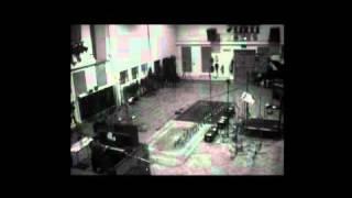 Dido playing piano at studio.flv