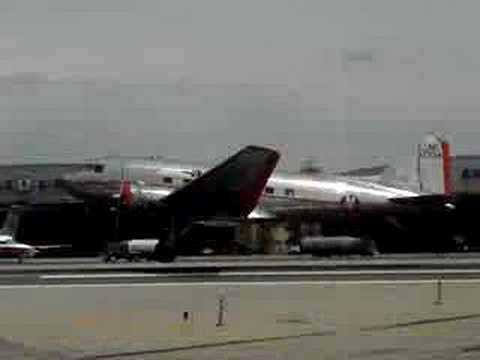 AA DC-3 Flagship Detroit Visits LGA Part 3 Mp3