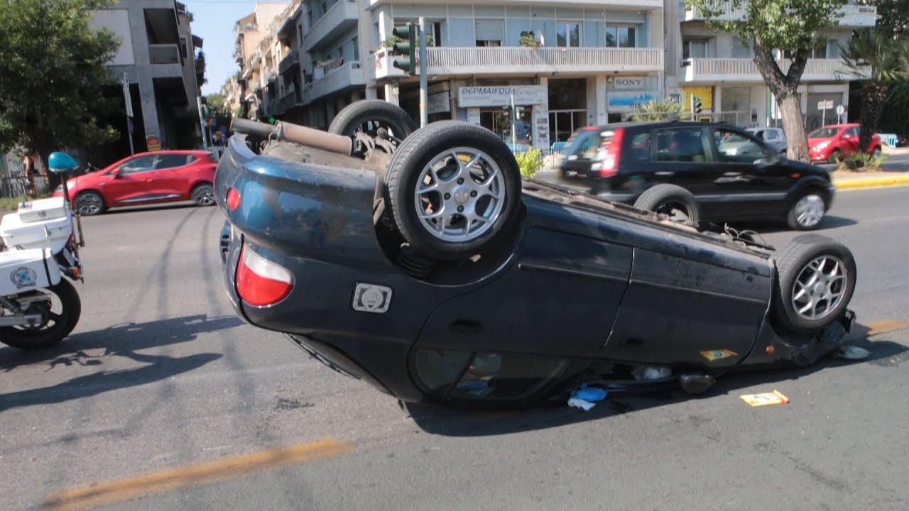 Ανατροπή αυτοκινήτου στη Λεωφ. Αλεξάνδρας