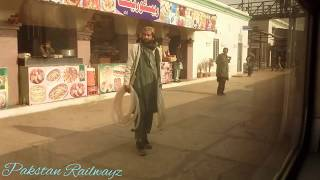 preview picture of video 'KHANEWAL Arrival 5up Green Line making his way to plat#3'