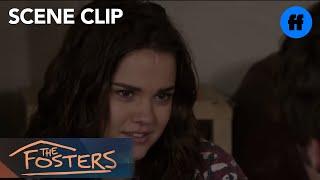 Outlaws - Episode 114 - Brandon la chante à la guitare pour Callie